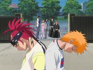O67 Ichigo, Renji, Uryu, Orihime i Kurodo spoglądają na ciała przed szkołą