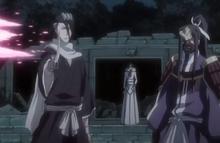 Byakuya s'en allant avec Senbonzakura et Muramasa