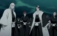 Byakuya et les autres capitaines faisant face à la situation provoquée par Muramasa