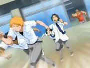 Ichigo y sus amigos huyendo del profesor Kagine