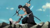 Tōsen apuñala a Hisagi