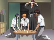 O65 Uryu, Ichigo, Renji i Sado badają pokój koleżanki