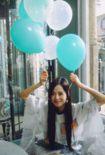 Jisoo with blue balloons IG Update 3