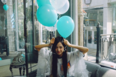 Jisoo with blue balloons IG Update 4