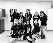 Rosé IG Update with members and dancers 181225