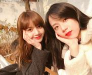 Lisa and Jisoo Insta Update Nov 25, 2017 (2)