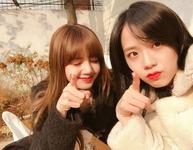 Lisa and Jisoo Insta Update Nov 25, 2017 (1)