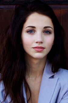 Ws Beautiful Brunette Emily Rudd 640x960