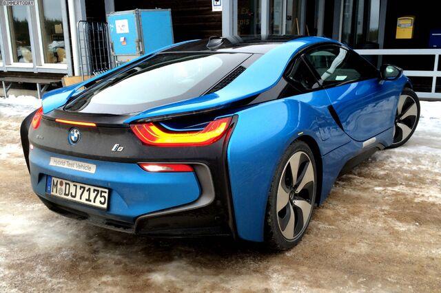 File:BMW-i8-Protonic-Blue-blau-Plug-in-Hybrid-Sportwagen-05.jpg