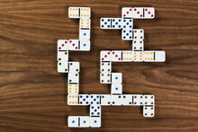 10216668 dominoes
