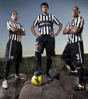 Erviti-Cvitanich-y-Clemente-con-nueva-camiseta-Boca1