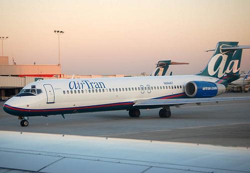 File:Airtran Boeing 717 N944AT.jpg