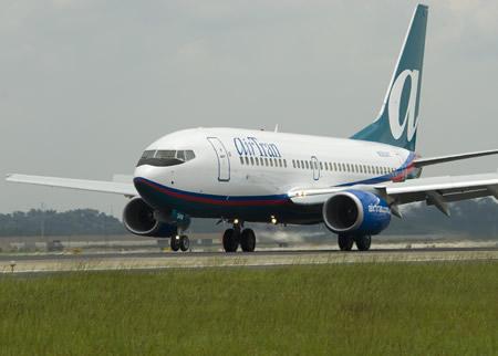 File:Airtran Boeing 737-700 00001.jpg