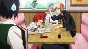 Kirishima junto a Katsuki estudiando