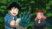 Mei gives Izuku his new support gloves