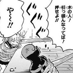 Himiko Toga inmovilizada.
