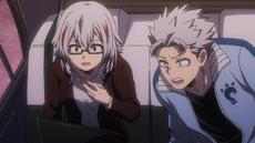 Natsuo se pregunta por qué Endeavor no abandona la pelea (anime)