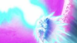 Goku aturant Bola Mortal Daurada