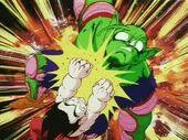 Goku ataca Cor Petit amb punys