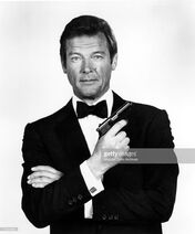 Roger Moore-0