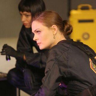 Still of Emily Deschanel and Tamara Taylor in Bones