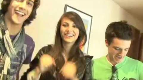 Josh Hutcherson, Victoria Justice, Avan Jogia and the Mobo Cruiser at Kids' Choice Awards 2009