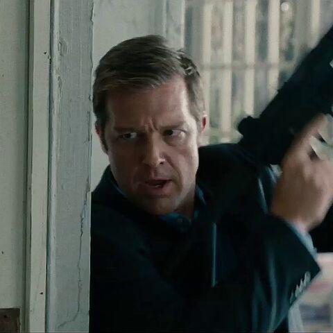 An agent holding a Heckler & Koch MP5K-PDW