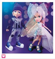 102042-bratz-metallic-madness-2-pack-style-2-cameron-and-cloe-bty-002