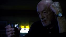 1x06 - Mike bar