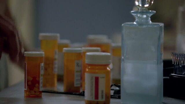 File:1x06 - Walt's meds.jpg