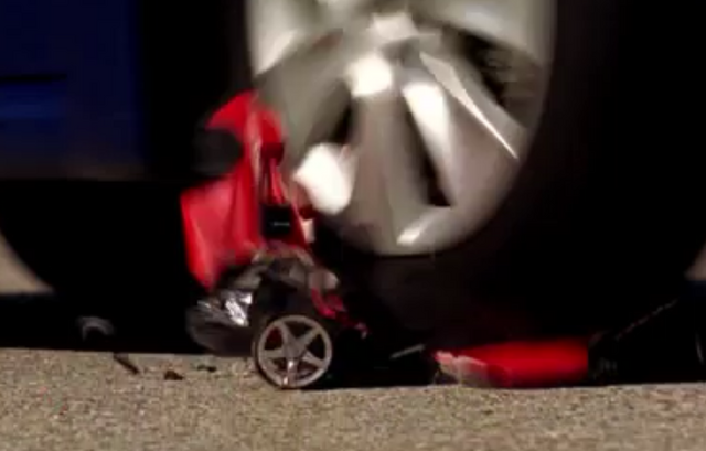 File:Seven Thirty-Seven radio-controlled car screencap.png