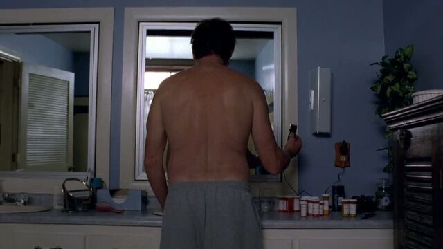 File:1x06 - Walt about to shave his head.jpg