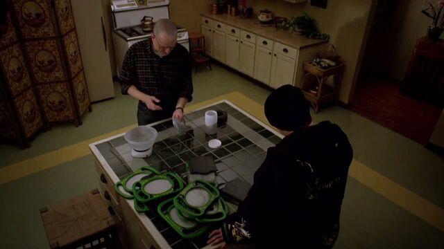 File:1x07 - Making thermite.jpg