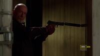 3x13 - Mike pistola