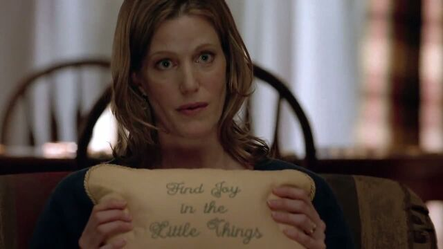 File:1x05 - The talking pillow.jpg