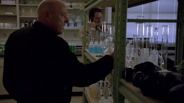 File:1x06 - Hank investigate the apparatus.jpg