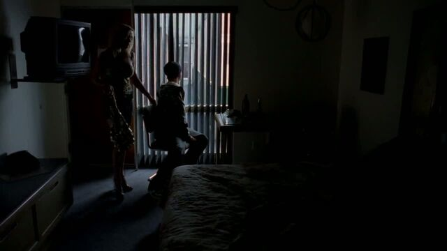 File:1x03 - Wendy and Jesse share a room.jpg