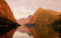 File:River between orange mountains-1280x800.jpg
