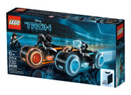 LEGO-Ideas-21314-TRON-Legacy-Box-Left