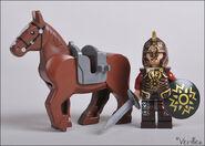 Денатор около лошади