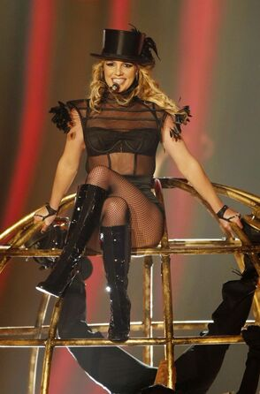 Britney Spears Performing Womanizer On Thursday November 27th 2008 At The Bambi Awards 5