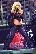 1354150105 10-britney-spears-1500
