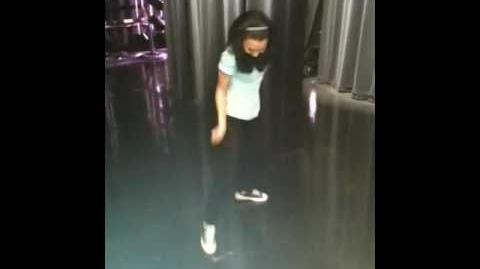 Glee - 'The Naya Dance'