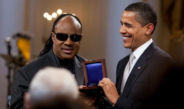File:Barack Obama presents Stevie Wonder with Gershwin Award 2-25-09.jpg