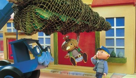 filespud hanging on a christmas treejpg - Bob The Builder A Christmas To Remember
