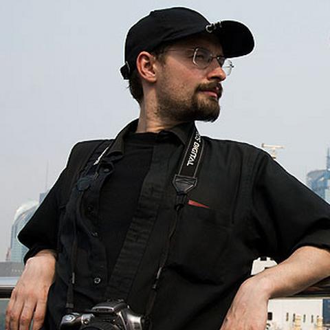 Алексей с фотоаппаратом.