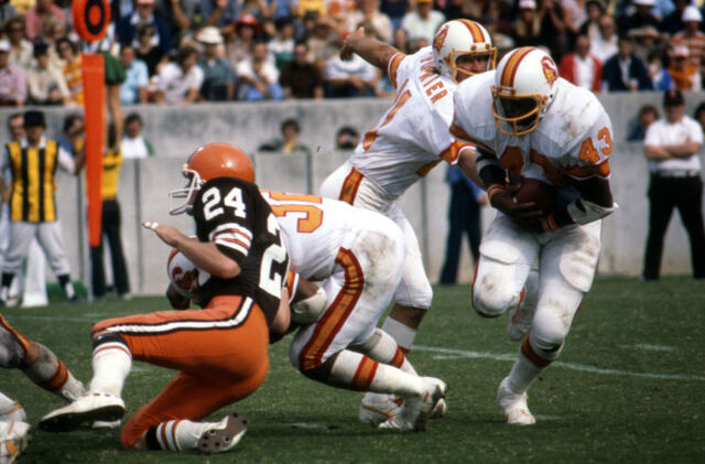 File:Williams gets hand off at Browns.jpg