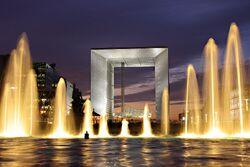 Grande Arche de La Défense et fontaine