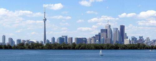 Toronto skyline tommythompsonpark cropped
