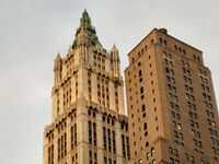 Manhattan-woolworth-building-top